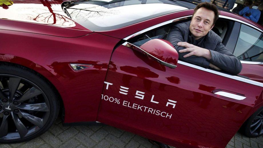 """(video) Mașinile Tesla ale lui Elon Musk în curând vor începe a vorbi. """"Tesla va vorbi în curând cu oamenii, dacă doriți. Acest lucru este real."""""""