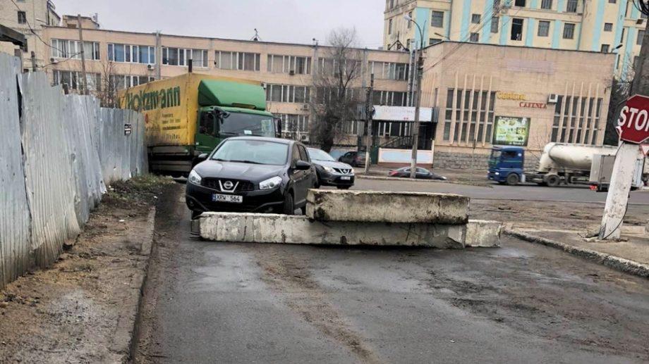 Primăria Chișinău cere tragerea la răspundere a persoanelor care au deblocat intenționat accesul de pe strada Podul Înalt, din sectorul Ciocana