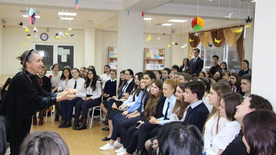 (foto) Elevii de la liceul Aristotel au fost pentru o zi Eminescu, Eliade și Blaga. Cum au omagiat tinerii ziua de 15 ianuarie