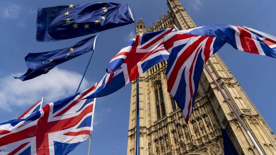 După mai mult de trei ani de dezbateri, parlamentul britanic a adoptat definitiv acordul privind Brexitul