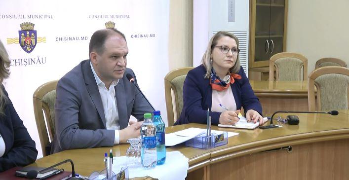 (live) Şedinţa operativă a serviciilor Primăriei Chişinău. Astăzi se discută despre acțiunile imediate în caz de ninsori și evacuarea gheretelor