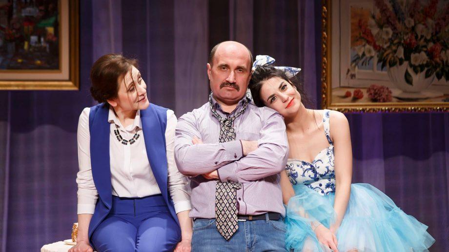 """(foto) Actorul Viorel Cornescu este sărbătorit la Teatrul """"Satiricus"""". Sunt așteptați toți doritorii"""