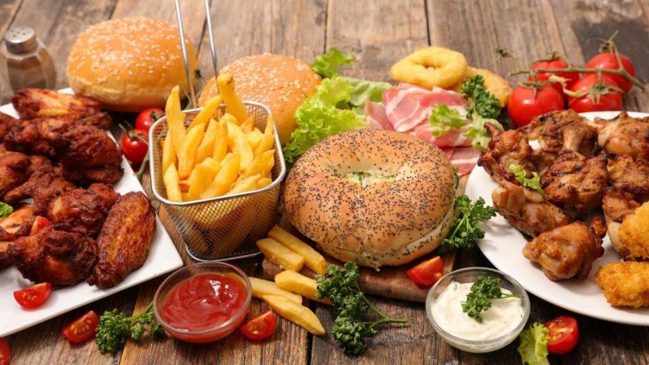 Mâncarea de tip fast food va reveni în meniul școlilor din SUA
