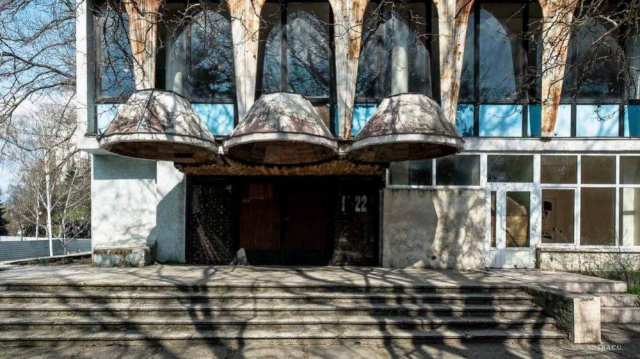 """Compania care urma să construiască un centru multifuncțional în locul cafenelei """"Guguță"""" a dat în judecată Ministerul Educației"""