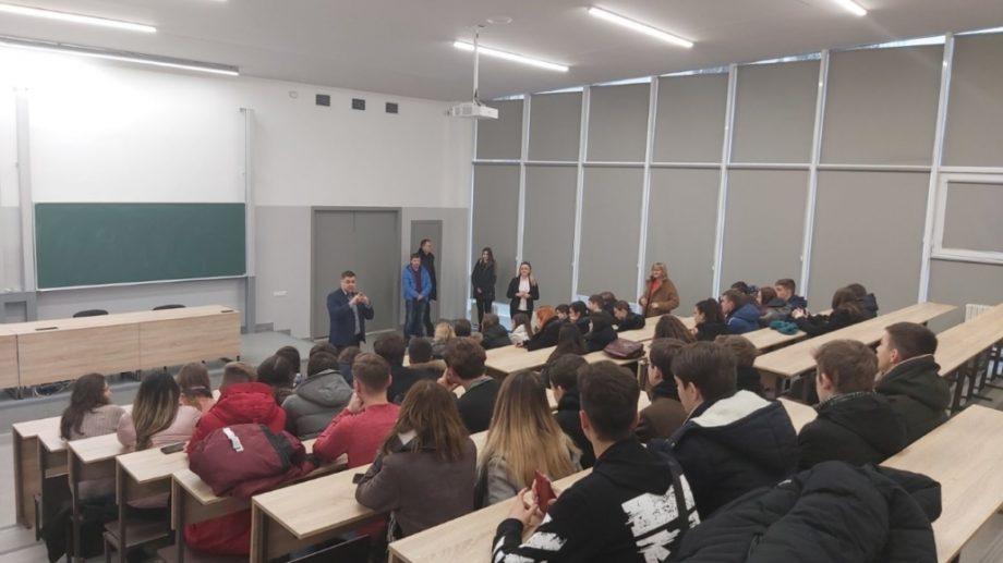 """(foto) Elevii liceului """"Ștefan cel Mare"""" din Capitală au vizitat Universitatea Tehnică a Moldovei"""