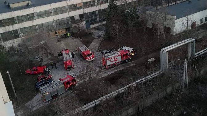 (foto) La uzina Mezon a izbucnit un nou incendiu. Pompierii au reușit să stingă focul