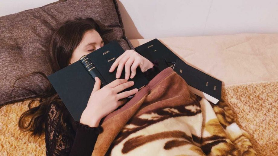 Recomandări din liceu. Ce cărți să citești în săptămâna Crăciunului pe stil vechi