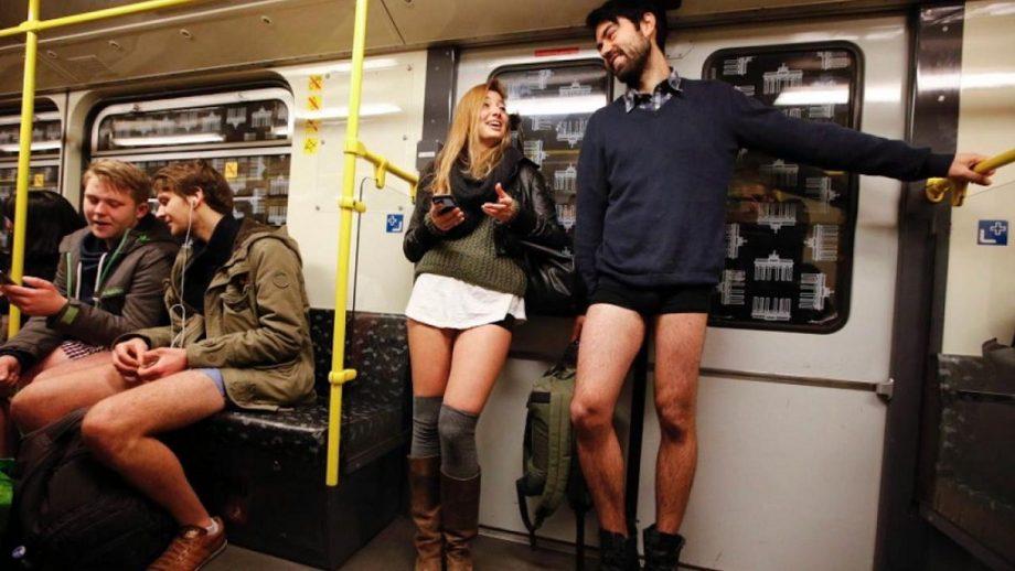 (foto, video) Tradiția a fost respectată și în acest an. Mii de oameni au călătorit fără pantaloni în metrou