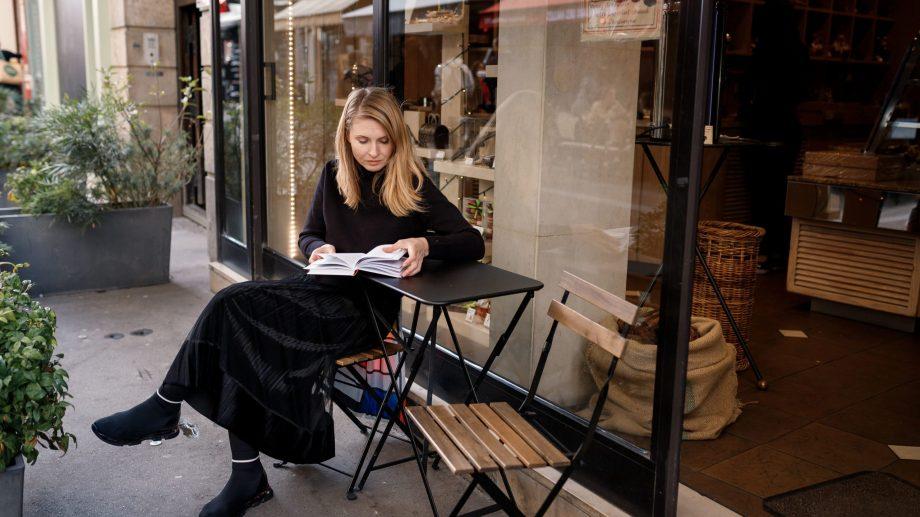 """(foto) Scriitoarea Tatiana Țîbuleac: """"Sentimentul de turist m-a făcut să mă simt fericită la Paris"""""""