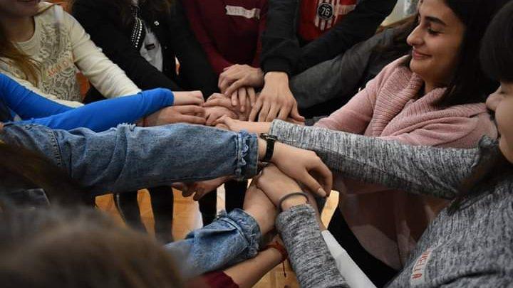 """(foto) Cum s-a desfășurat campania de informare și sensibilizare a tinerilor """"Fii tu schimbarea"""""""