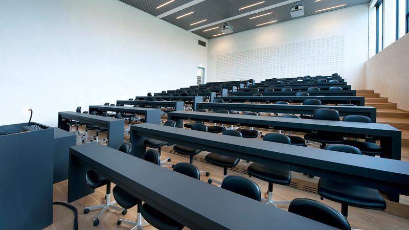 """(vox) """"Profesori tineri și sistem de evaluare modernizat."""" Cum arată universitatea perfectă pentru studenți"""