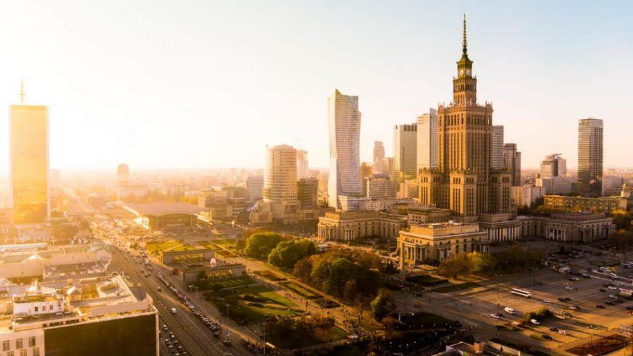 Vrei să studiezi în cele mai mari orașe din Polonia? Câștigă o bursă de studii în cadrul Programului Lane Kirkland