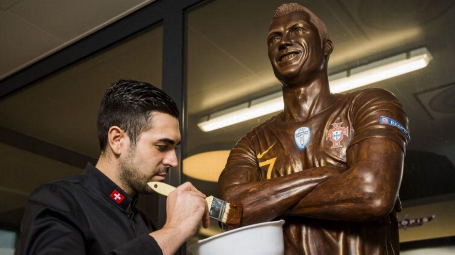 (video) Un fan al superstarului portughez Cristiano Ronaldo i-a făcut o statuie în totalitate din ciocolată