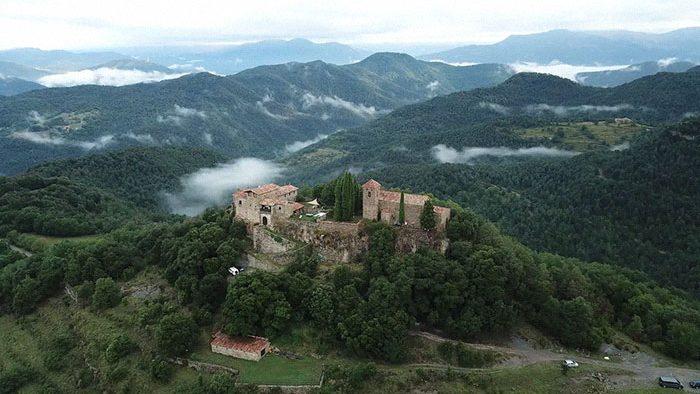 (foto) Planifici o călătorie în Spania cu prietenii? Cum puteți rezerva un castel medieval cu câte 34 de dolari pe noapte