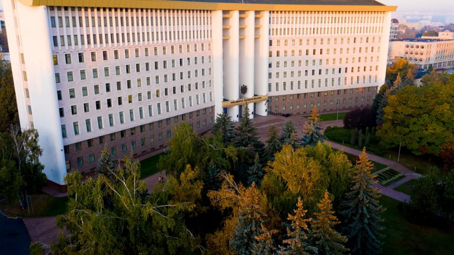 """Elevii din Moldova sunt invitați să să-și înregistreze echipele pentru a participa la """"Ce? Unde? Când?"""" pe subiectul activității parlamentului"""