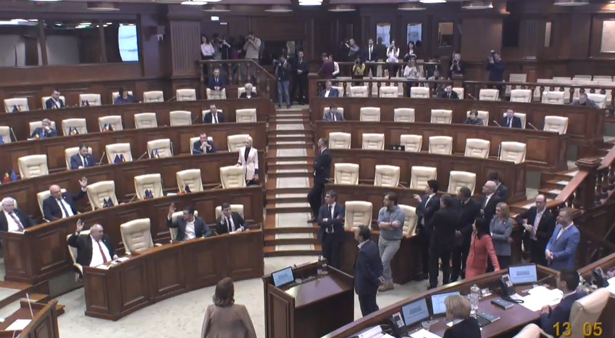 """Ședința parlamentului a fost amânată. """"Cu toții au fost martori că astăzi parlamentul nu a dorit să examineze legi"""""""