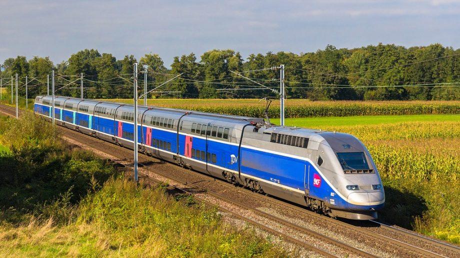Vă place să călătoriți cu trenul? Aflați în ce direcții vă puteți deplasa din Chișinău și cât vă va costa călătoria