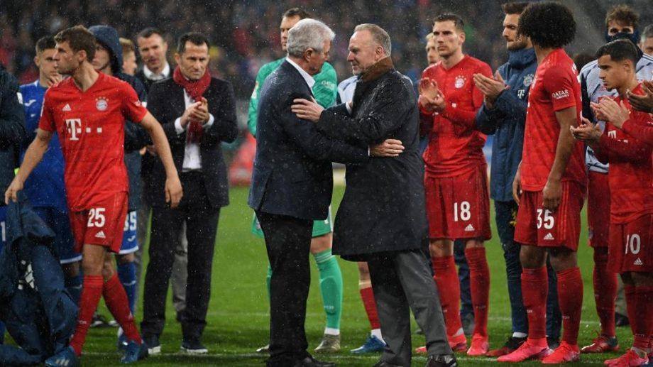 (video) Protest neobișnuit la meciul FC Bayern München – Hoffenheim. Jucătorii ambelor echipe au boicotat jocul