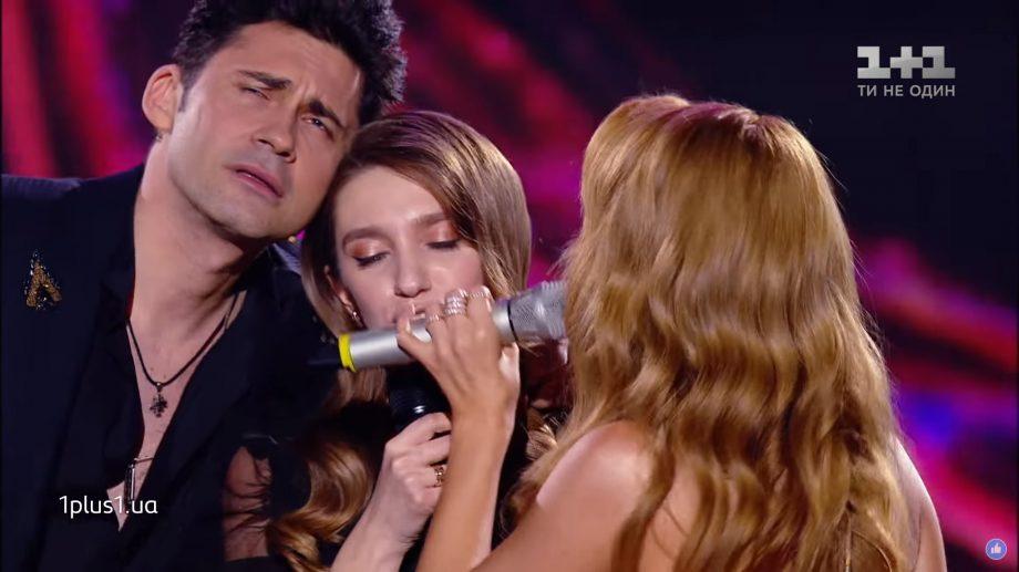 """(video) O participantă de la Vocea Ucrainei a interpretat piesa """"Домой"""" a lui Dan Balan și a intrat în echipa lui"""
