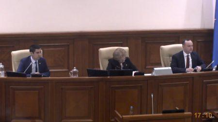 Act de contrafacere. Un comerciant din Chișinău va plăti despăgubiri de zeci de mii de lei companiei Hugo Boss