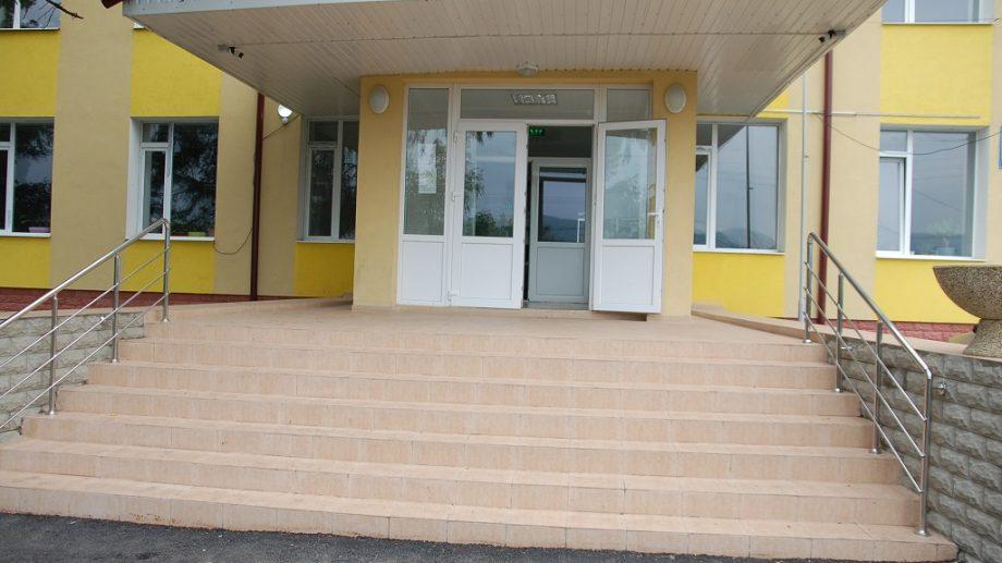 """(foto) Gimnaziul """"Alexandru cel Bun"""" din comuna Vărzărești a fost renovat. Cum arată instituția acum"""