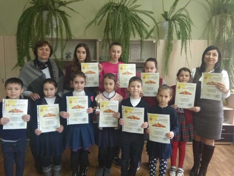 """Liceul """"Mihai Eminescu"""" din Leova a obținut 12 premii la Concursul Internațional """"Călătorie prin Toamnă în 91 de zile"""""""