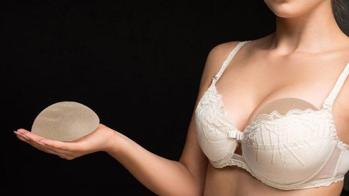 Alegerea corectă a mărimii implantului mamar. Corelația dintre piept-torace-mărimea implantului