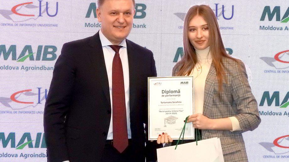"""30 de studenți din Moldova – premiați de MAIB în cadrul Programului """"Burse pentru Viitorul Tău"""""""