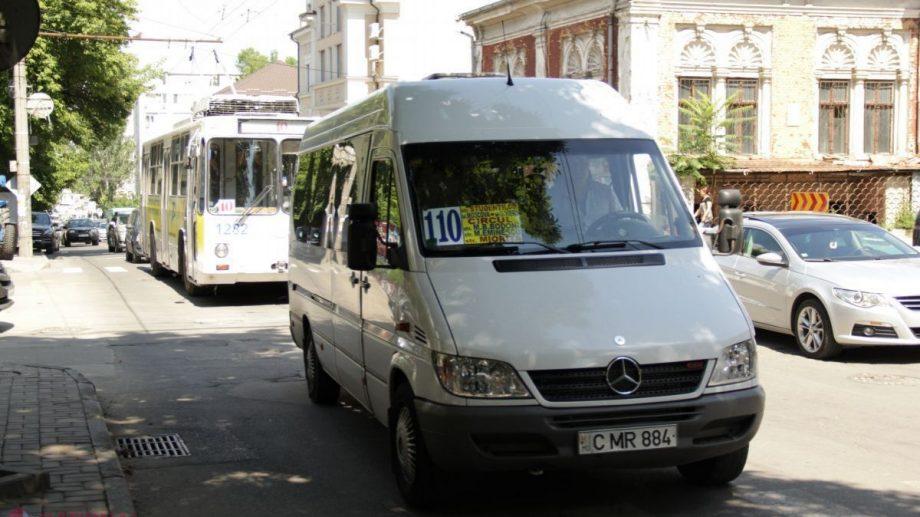 """Sfatul Primăriei Chișinău pentru persoanele care călătoresc cu microbuzele: """"Planificați cu rezervă timpul"""""""