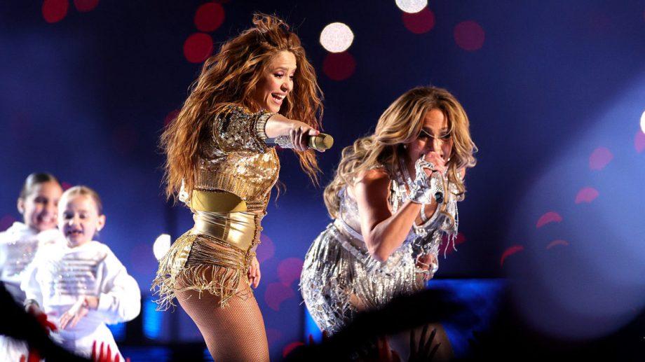 (video) Shakira şi Jennifer Lopez au oferit un moment muzical plin de culoare la Super Bowl 2020
