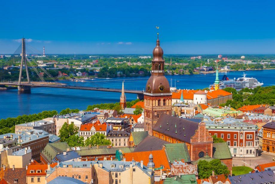 Vrei să-ți înțelegi și depășești fricile sociale? Înscrie-te la un program Erasmus+, învață și descoperă gratuit orașul Riga