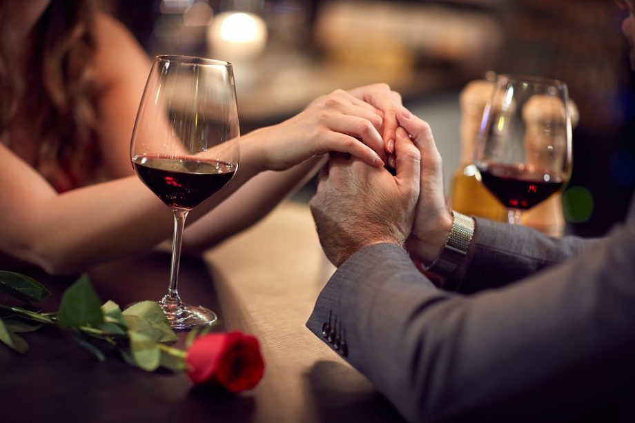 Surpriză pentru îndrăgostiții anului 2020: cină seducătoare cu nuanțe digitale