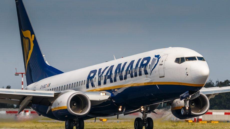Compania aeriană low-cost Ryanair anunță reduceri. Prețul unui bilet începe de la 9 euro