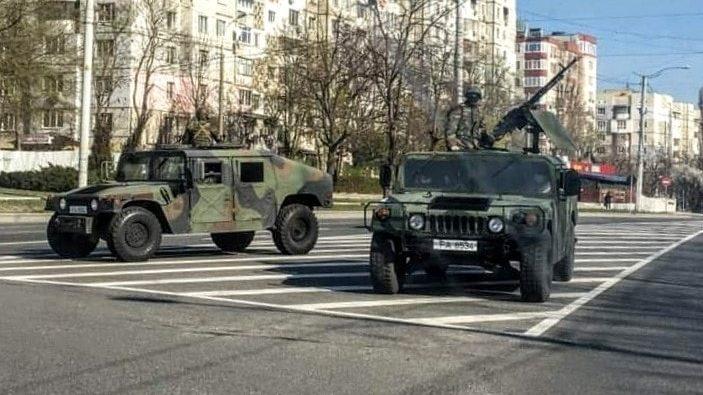 """(foto, video) """"Dușka"""" și """"Kalașnikov"""" pe străzile din Chișinău. Ce fel de blindate patrulează străzile orașului"""