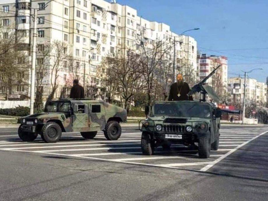 (foto) Cele mai protejate meme-uri cu mașinile Armatei Naționale care au apărut pe străzile Chișinăului