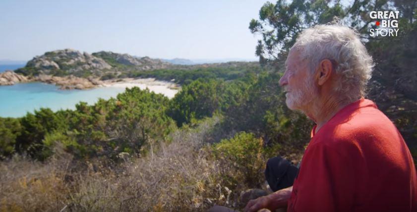 (video) Un italian care locuiește de 30 de ani singur pe o insulă a explicat de ce nu ar trebui să ne temem de izolare
