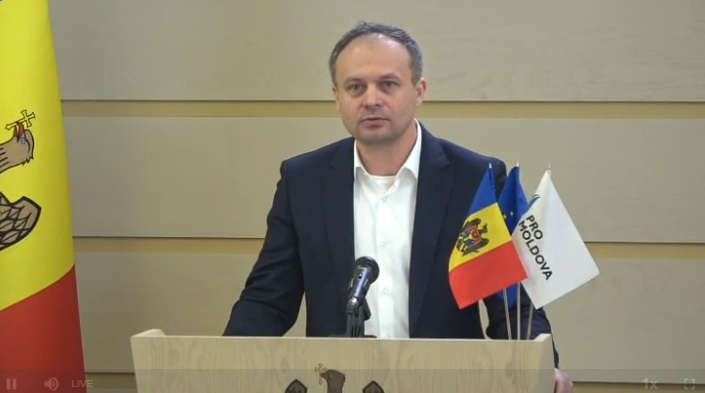 """(video) Grupul parlamentar Pro Moldova: """"Propunem plafonarea salariilor demnitarilor de stat la 6 900 de lei"""""""