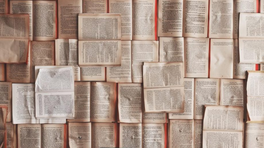 Ești pasionat de scriere? Participă la concursul de cărți digitale în limba engleză, lansat de America House