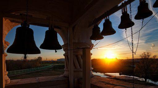 """Mitropolia Moldovei: """"Clopotele tuturor bisericilor ortodoxe din țară vor bate zilnic la ora 12"""""""