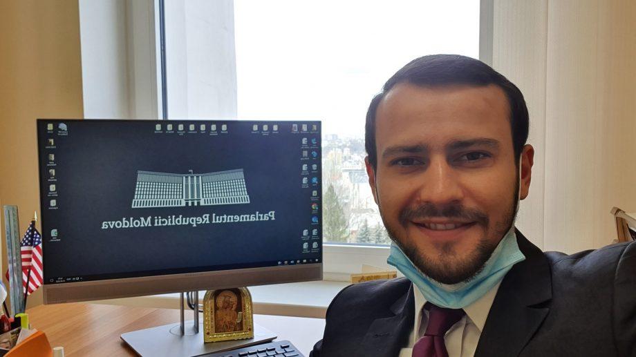 Deputatul Dinu Plângău a solicitat suspendarea obligativității procurării poliței medicale pentru moldovenii care vin din diasporă