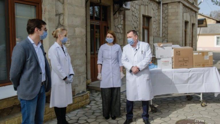 """(foto, video) Un Analizator Hematologic modern a fost transmis spitalului """"Toma Ciorbă"""" din Chișinău de către fabrica de divinuri """"Bardar"""""""