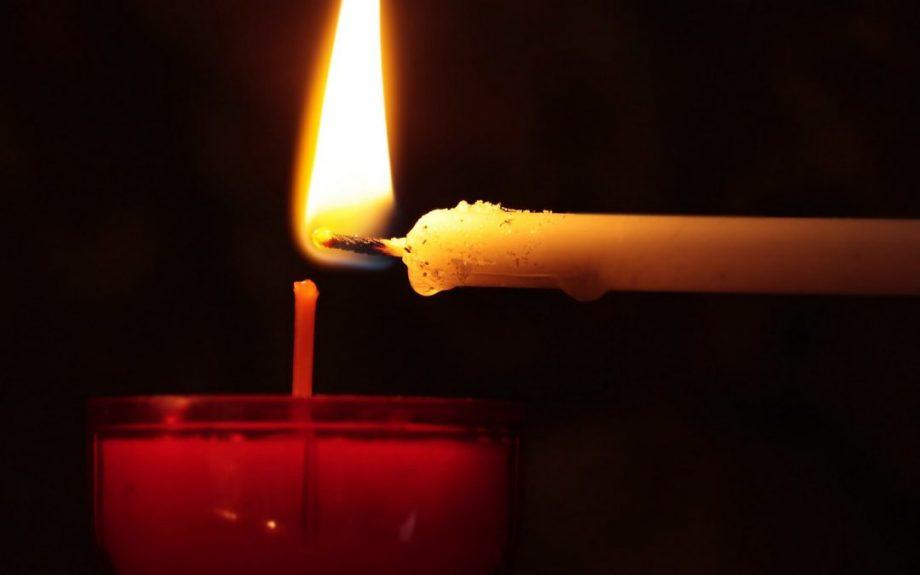 (video) Aplicația care îți permite să aprinzi lumânări la biserică de la distanță