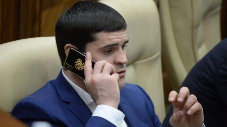 """""""Tabletele vor fi montate în sala de plen și nu vor fi mobile."""" Reacția parlamentului la achiziția gadgeturilor în sumă de 2,3 milioane de lei"""