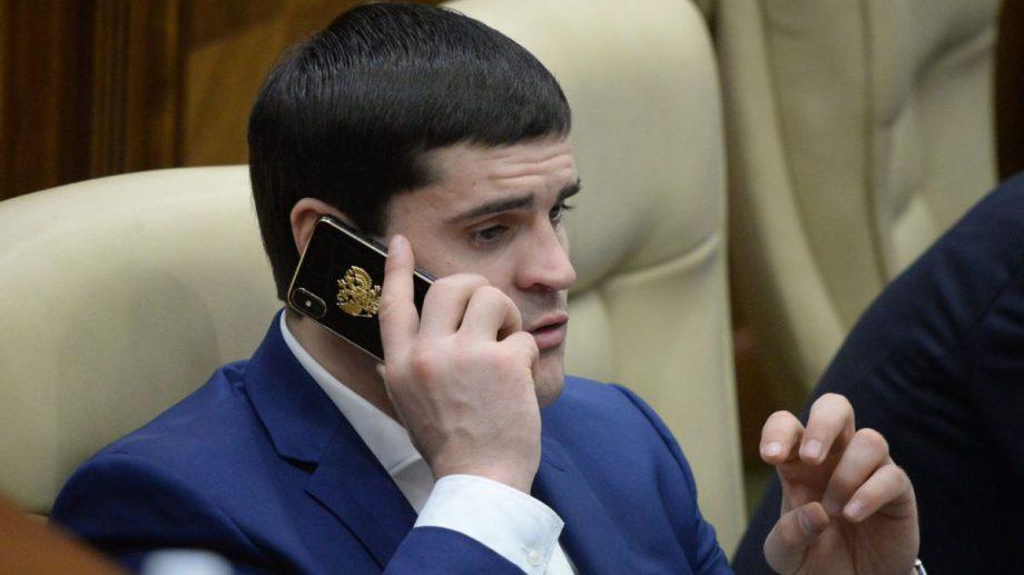 Constantin Țuțu, reținut de autoritățile din Moldova. Acesta este preluat de mascații CNA de la Leușeni