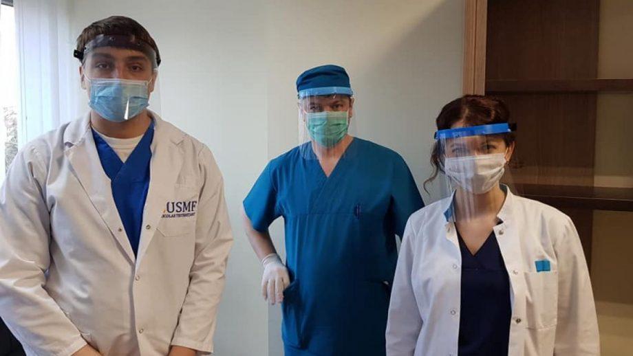 Medicii care sunt implicați în lupta cu COVID-19 vor primi viziere gratuite