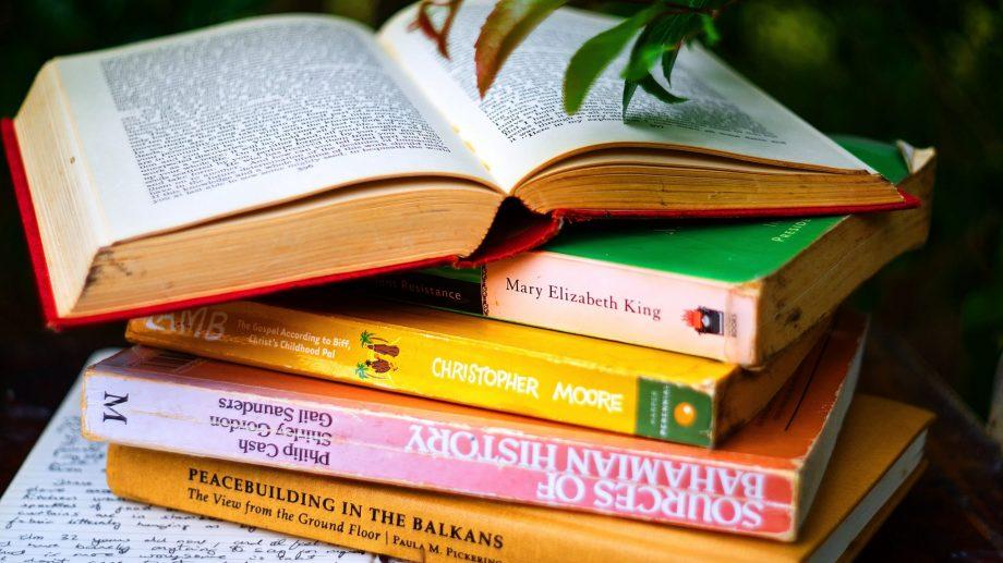 Best of: lista de librării online care îți livrează cărțile dorite chiar în mâinile tale