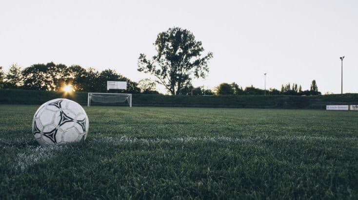 Ești pasionat de fotbal? Clubul Voluntarilor te provoacă să treci un quiz despre unul dintre cele mai populare sporturi