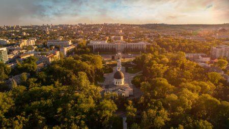 """(foto) Liviu Moșnoi despre Yale: """"Îți permite să excelezi balansând între viața academică și cea socială"""""""