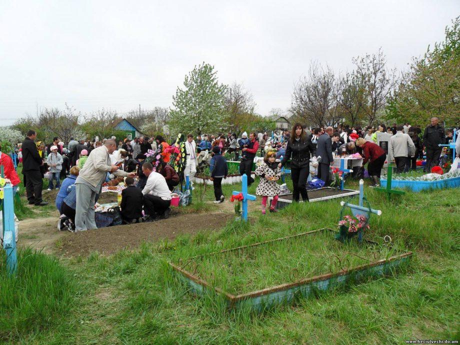 """Recomandările bisericii ortodoxe din Moldova de Paștele Blajinilor: """"Evitați aglomerările tradiționale din jurul mormintelor"""""""