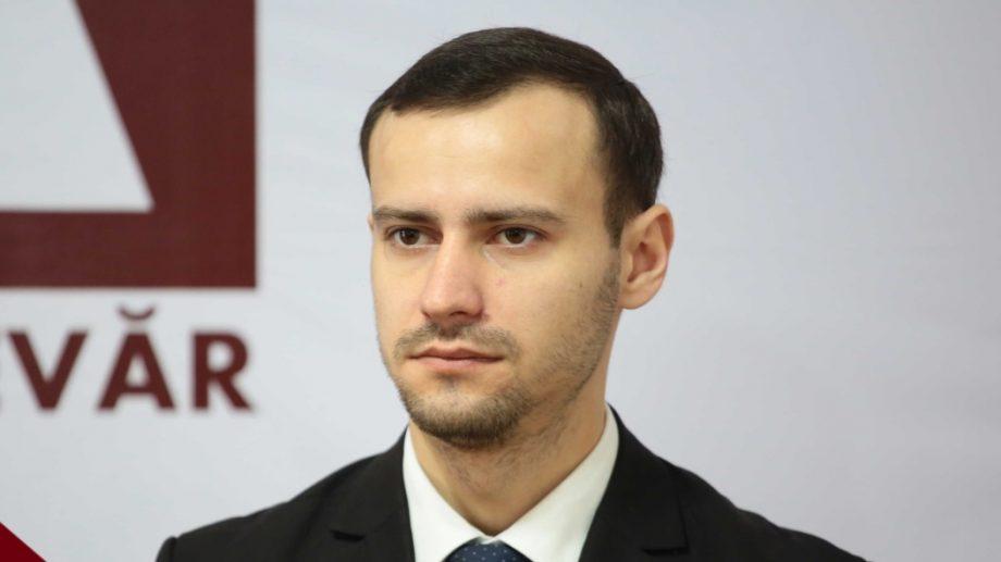 """Deputatul Dinu Plîngău: """"De ce să-l invităm pe Dodon să-și dea demisia? Hai să-l invităm să-și pună singur sie cătușe pe mâini!"""""""